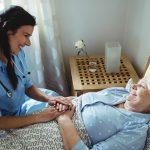 Σε καθε ασθενη μετα την εξοδο του απο το νοσοκομειο, που εχει αναγκη νοσηλευτικης φροντιδας στο σπιτι.